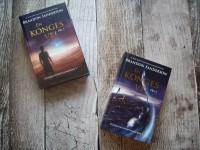 Kirsten har ligeledes anmeldt En konges vej del 1 og 2 af Brandon Sanderson, som er udgivet af Ulven og Uglen. Foto: Kirsten Bloch.
