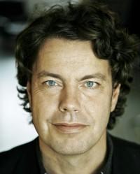 Jakob Levinsen har oversat fantasyværker af bl.a. Brandon Sanderson, Tolkien og