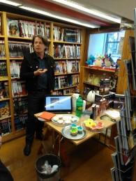 Jakob Levinsen holdt foredrag om oversættelsen af fantasy til vores crowdfunding-arrangement i boghandlen Fantask.